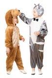 Ragazzi vestiti come un gatto e cane Fotografia Stock Libera da Diritti