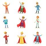 Ragazzini in principe Costume With Crown e nell'insieme del manto dei bambini svegli vestiti come illustrazioni dei Royals illustrazione vettoriale