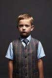 ragazzino alla moda bambino alla moda in vestito ed in legame Fashion Children scuola Fotografia Stock