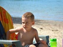 Ragazzino alla spiaggia Fotografie Stock