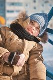 ragazzino che cammina su un children& x27; scorrevole di s Fotografia Stock Libera da Diritti