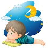 Ragazzino che ritiene stanco alla notte illustrazione di stock