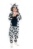 Ragazzino come latte alimentare della mucca Immagini Stock Libere da Diritti