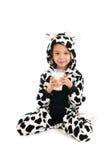 Ragazzino come latte alimentare della mucca Fotografia Stock