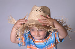 Ragazzino con il cappello di paglia Immagine Stock Libera da Diritti
