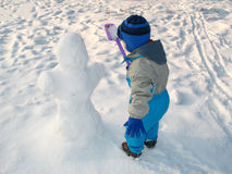 Ragazzino e pupazzo di neve Fotografia Stock