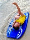 Ragazzino felice con il surf Fotografia Stock