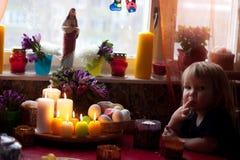 Ragazzino Pasqua aspettante Immagini Stock Libere da Diritti