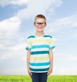 Ragazzino sorridente in occhiali Fotografie Stock Libere da Diritti