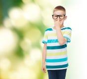 Ragazzino sorridente in occhiali Fotografia Stock