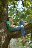 Ragazzino sull'albero Immagine Stock Libera da Diritti