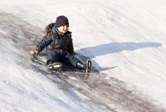Ragazzino sulla collina del ghiaccio Fotografia Stock Libera da Diritti