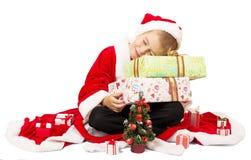 Ragazzino sveglio Santa Claus con i contenitori di regalo isolati Fotografia Stock Libera da Diritti