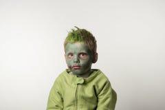 Ragazzino vestito come zombie Immagini Stock