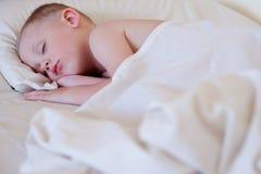 Ragazzo addormentato Fotografie Stock