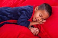 Ragazzo addormentato in base immagini stock libere da diritti