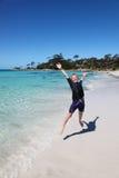 Ragazzo alla baia di Binalong - baia dei fuochi - la Tasmania Australia Fotografie Stock Libere da Diritti