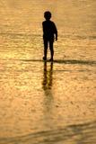 Ragazzo alla spiaggia Fotografia Stock Libera da Diritti