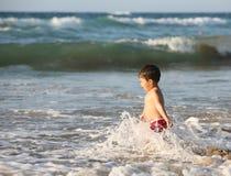 Ragazzo alla spiaggia Immagini Stock