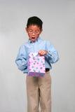 Ragazzo asiatico con il regalo Immagini Stock Libere da Diritti
