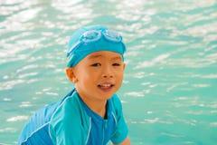 Ragazzo asiatico in vestito di nuoto al raggruppamento Immagine Stock Libera da Diritti