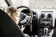 Ragazzo in automobile Immagine Stock