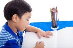 Ragazzo che disegna un'immagine Fotografia Stock Libera da Diritti