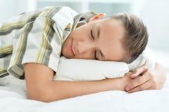 Ragazzo che dorme nella base Fotografia Stock Libera da Diritti