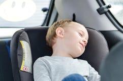 Ragazzo che dorme nella sede di automobile del bambino Immagine Stock Libera da Diritti