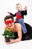 Ragazzo che gioca con sua madre Fotografia Stock