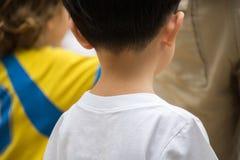 Ragazzo che gioca nel parco dell'acqua Il ragazzo si diverte nel parco dell'acqua Fotografie Stock Libere da Diritti
