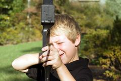 Ragazzo che indica freccia Fotografie Stock