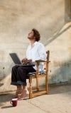 Ragazzo che lavora al computer portatile Fotografia Stock Libera da Diritti