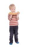 Ragazzo che mangia grande panino su fondo bianco fotografia stock