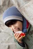 Ragazzo che mangia il gelato immagini stock libere da diritti