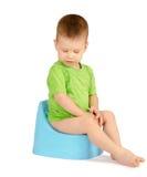 Ragazzo che si siede su un potty Fotografia Stock