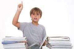Ragazzo con i libri che mostrano attenzione Fotografia Stock Libera da Diritti