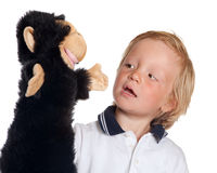 Ragazzo con il burattino della scimmia Fotografie Stock