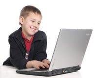 Ragazzo con il computer portatile Fotografia Stock