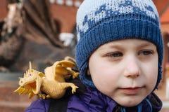 Ragazzo con il drago Fotografia Stock Libera da Diritti