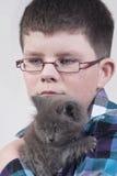 Ragazzo con il gatto nero Fotografia Stock Libera da Diritti