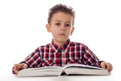 Ragazzo con il grande libro Fotografie Stock