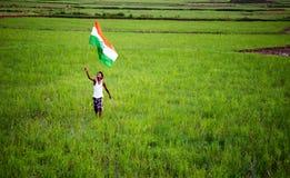 Ragazzo con la bandiera nazionale indiana Fotografie Stock