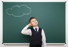 Ragazzo con la nuvola dipinta che ha idea Immagine Stock
