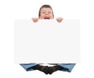 Ragazzo con lo strato della carta in bianco fotografia stock