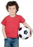 Ragazzo con una sfera di gioco del calcio Immagine Stock