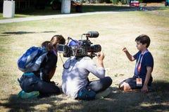 Ragazzo d'intervista della nova di PBS dopo l'eclissi immagini stock libere da diritti