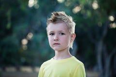 Ragazzo del bambino con capelli biondi Fotografie Stock