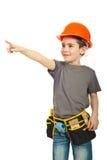 Ragazzo del bambino con il casco che indica via fotografia stock