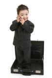 Ragazzo del bambino in vestito che si leva in piedi in cartella fotografia stock